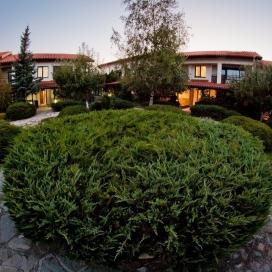Релакс  в село Баня - комплекс Пири***!Нощувка със закуска и вечеря + минерален басейн и сауна на цени от 44лв. на човек!!!