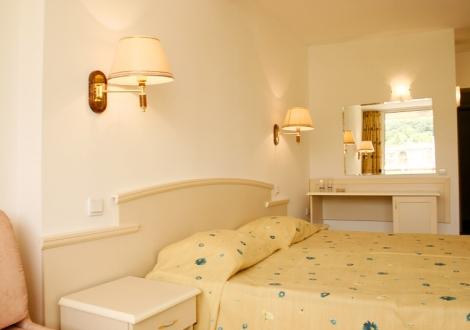 Хотел Детелина В Златни Пясъци - ALL INCLUSIVE ПОЧИВКА НА ДОБРИ ЦЕНИ! Нощувка + полване на басейн, чадър и шезлонг!