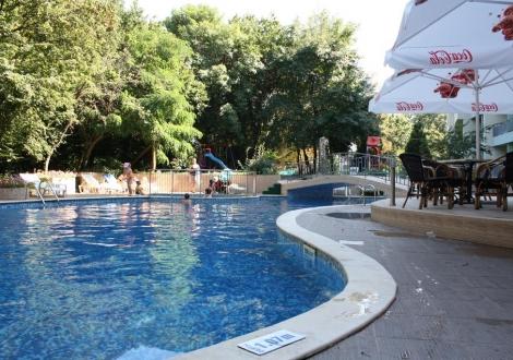 ALL INCLUSIVE В ЗЛАТНИ ПЯСЪЦИ - Хотел Перуника! Нощувка на база All Inclusive + ползване на басейн на страхотни цени!