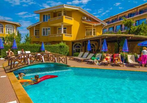 Ранни записвания за море първа линия в Созопол - хотел Блу Ориндж! Нощувка на база All inclusive + шезлонг и чадър на плажа и басейна!!!