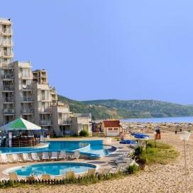 на първа линия в Албена - хотел Елица***! Нощувка на база All inclusive + чадър и шезлонг на плажа и басейна + детска анимация!!!