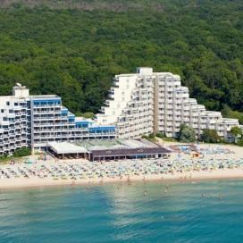 лято на първа линия в  хотел Мура*** Албена! Нощувка на база All inclusive + чадър и шезлонг на плажа и басейна!!!