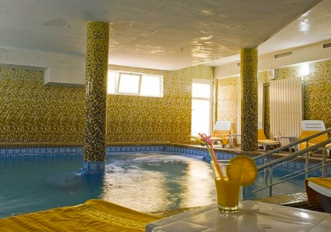 ЛЯТО ВЪВ ВЕЛИНГРАД ОТ ХОТЕЛ ХОЛИДЕЙ 4*!  Нощувка със закуска и вечеря + ползване на спа център с вътрешен минерален басейн!